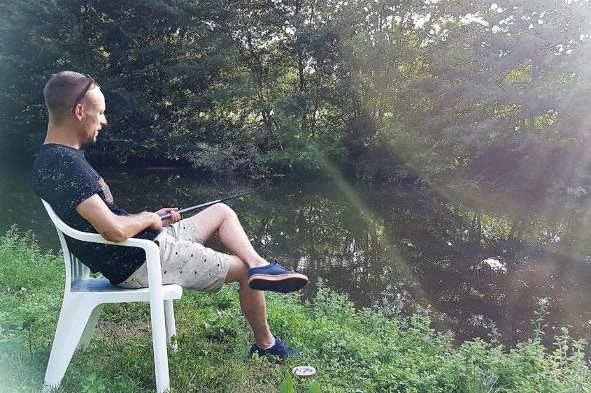 Pêche dans la rivière l'Auvézère