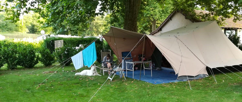 Grande toile de tente au camping Le Clupeau
