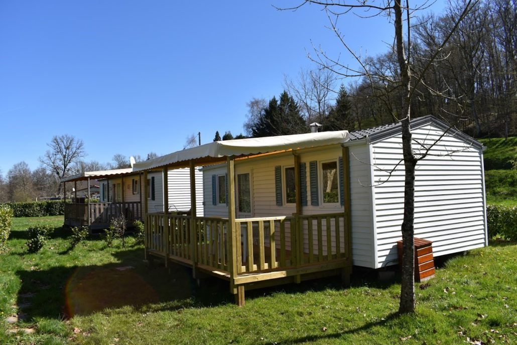 Mobil-home de 2 chambres au camping Le Clupeau